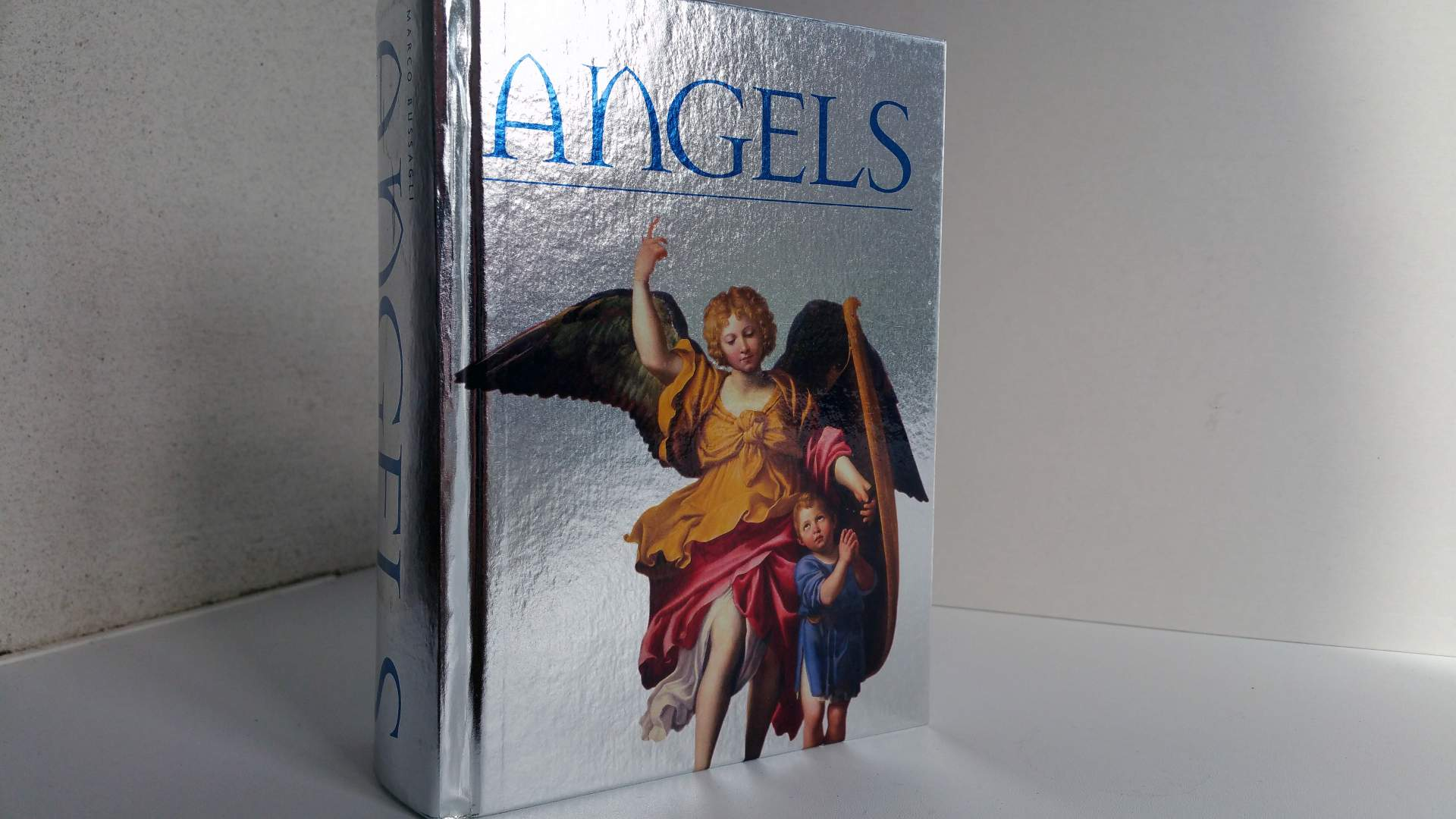 Andělé (Angels) – Marco Bussagli